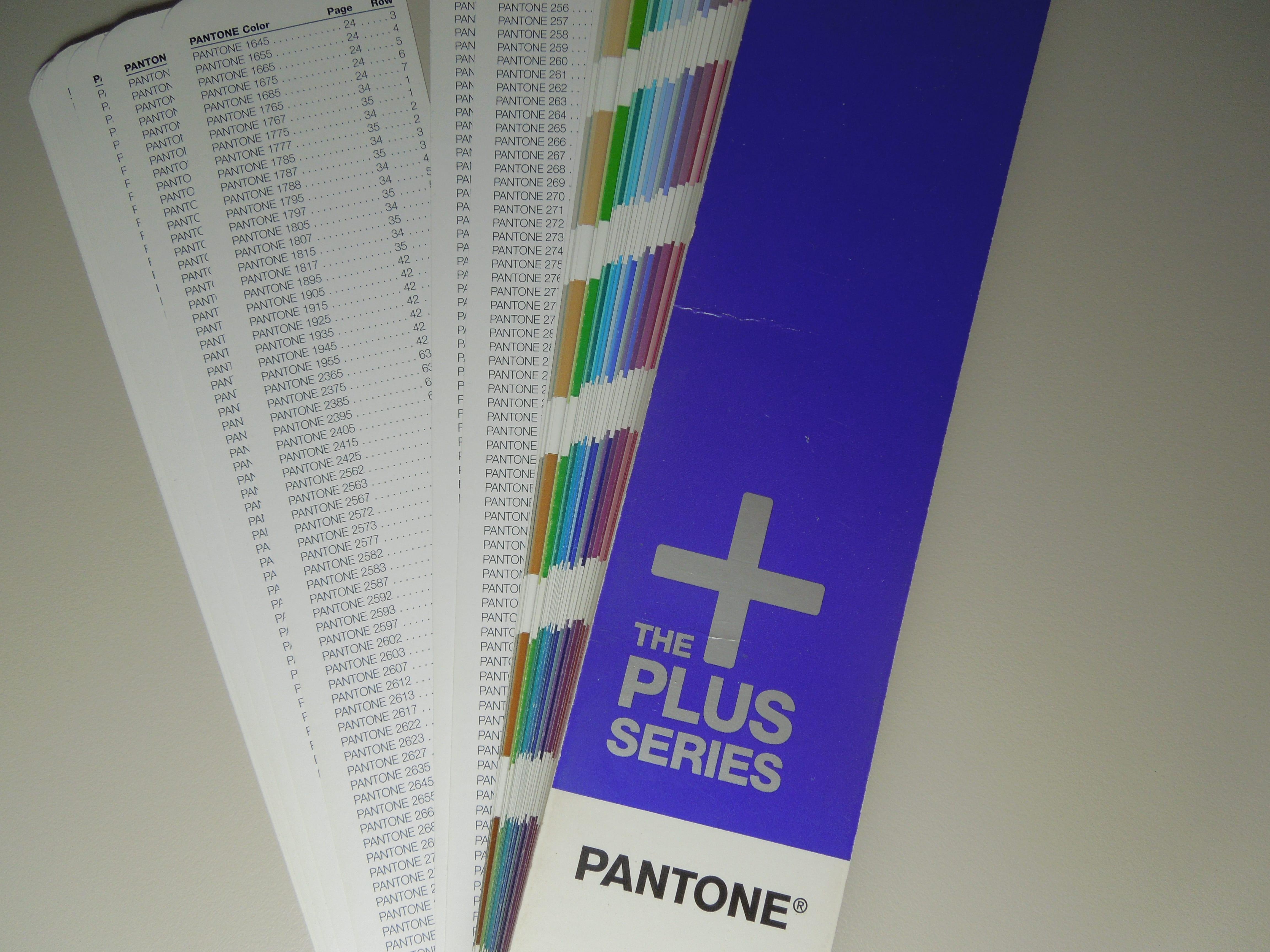 So sahen die Pantone Plus Farben im alten Pantone Plus Fächer von 2010 aus.